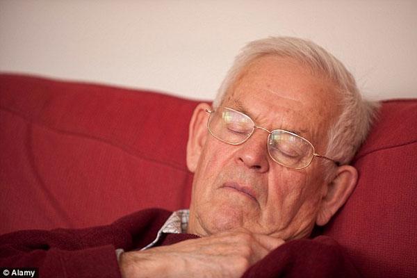 Người cao tuổi đi tiểu đêm nhiều lần do đâu? 1