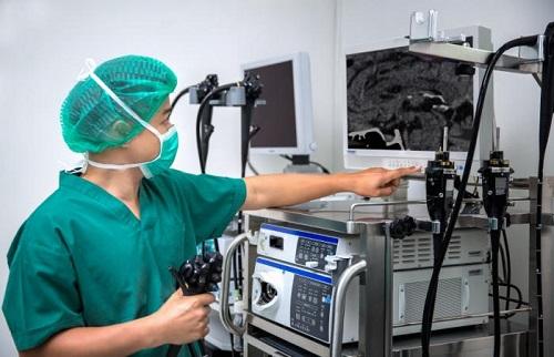surgeon-preparing-for-an-endoscopy